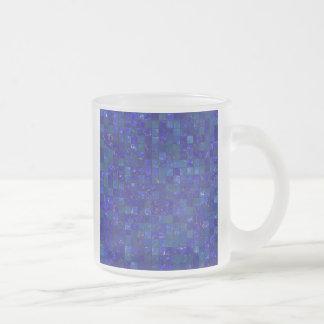Azulejos azuis do banheiro canecas