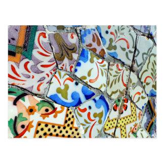 Azulejos de mosaico de Guell do parque de Gaudi Cartão Postal