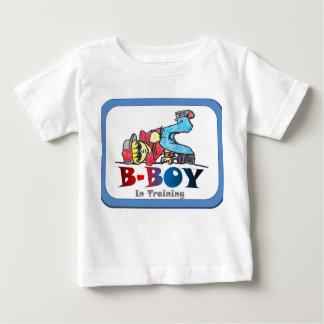B-Menino no t-shirt da criança do treinamento