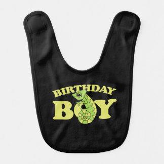 Babador camaleão do lagarto do menino do aniversário