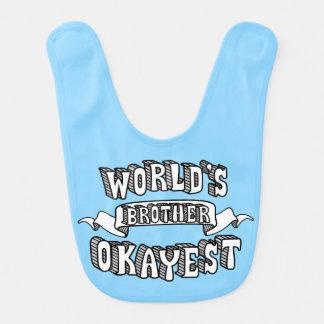 Babador engraçado do bebê azul do texto do irmão