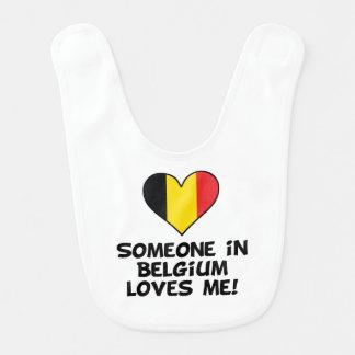 Babador Infantil Alguém em Bélgica ama-me