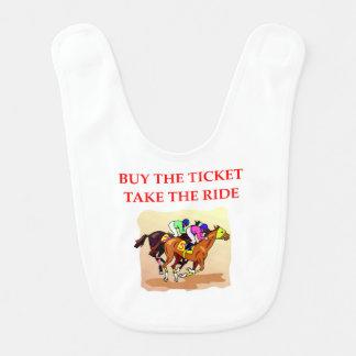 Babador Infantil corrida de cavalos