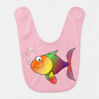 Babador Peixe dourado alegre bonito no mar, cor-de-rosa