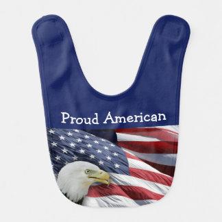 Babadores americanos orgulhosos do bebé ou da