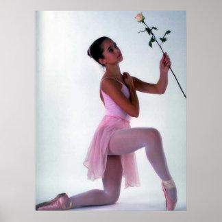 Bailarina com flor pôster
