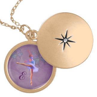 Bailarina na posição do Arabesque, monograma Locket