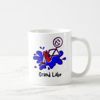 Bala de canhão na caneca de café grande do lago