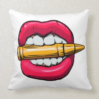 bala na boca almofada
