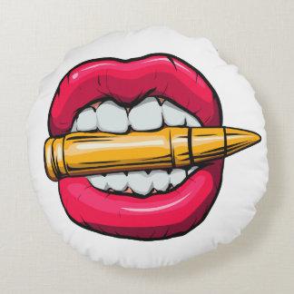 bala na boca almofada redonda