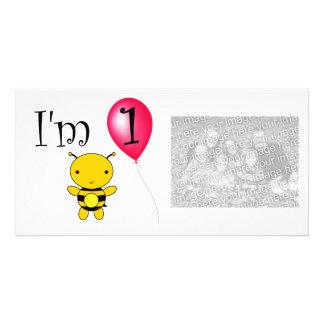 Balão do vermelho da abelha do primeiro aniversari cartão com foto