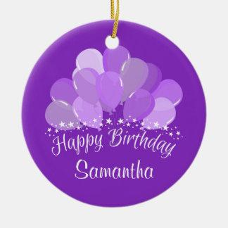 Balões da lavanda do feliz aniversario e estrelas ornamento de cerâmica redondo
