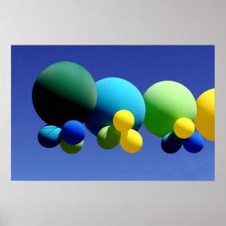 Balões e céu azul pôsteres