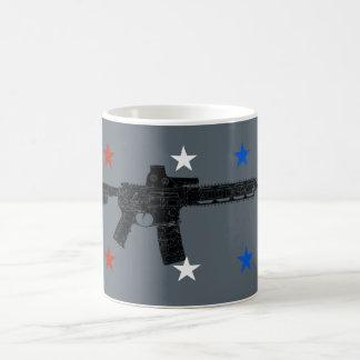 Banco branco e azul vermelho caneca de café