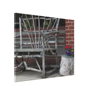 Banco & flores rústicos do membro do ramo de árvor impressão em tela