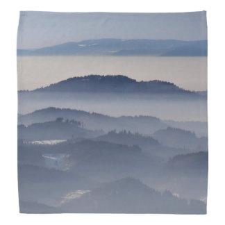 Bandana Mar de montanhas nevoentas