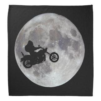 Bandana Pé grande, bicicleta grande e uma lua brilhante