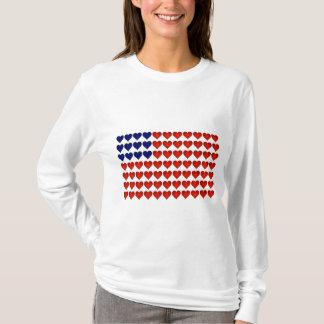 Bandeira americana feita dos corações camiseta