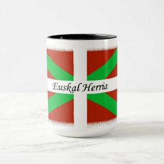 Bandeira Basque com a caneca de café de Euskal