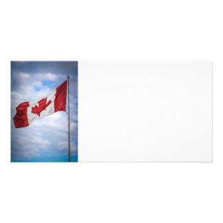 Bandeira canadense vermelha e branca do dia feliz  cartoes com foto