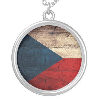 Bandeira checa de madeira velha colar com pendente redondo
