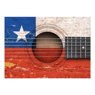 Bandeira chilena na guitarra acústica velha convite
