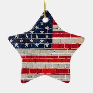 Bandeira de América em uma parede de tijolo Ornamento De Cerâmica