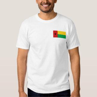 Bandeira de Guiné-Bissau e t-shirt do mapa