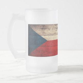 Bandeira de madeira velha da república checa; caneca