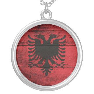Bandeira de madeira velha de Albânia Colar Com Pendente Redondo