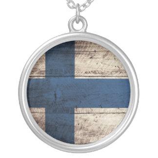 Bandeira de madeira velha de Finlandia Colar Com Pendente Redondo