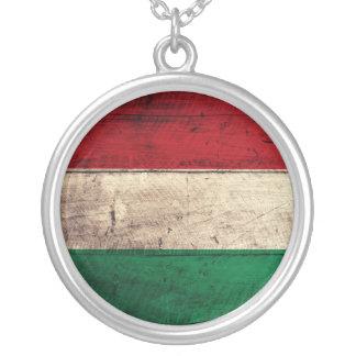 Bandeira de madeira velha de Hungria Colar Com Pendente Redondo