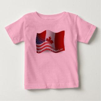 Bandeira de ondulação Canadense-Americana T-shirt