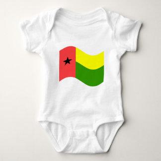 Bandeira de ondulação de Guiné-Bissau Tshirt