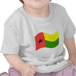Bandeira de ondulação de Guiné-Bissau Camisetas