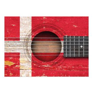 Bandeira dinamarquesa na guitarra acústica velha convites personalizados
