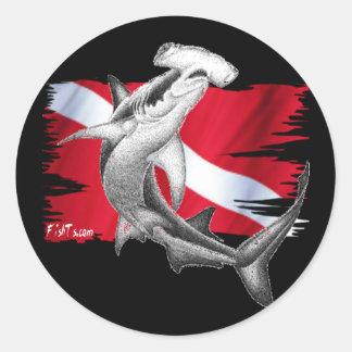 Bandeira do mergulho com tubarão-mergulhador do adesivo redondo
