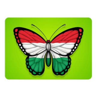 Bandeira húngara da borboleta no verde convites