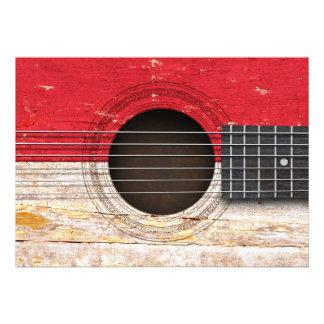 Bandeira indonésia na guitarra acústica velha convite