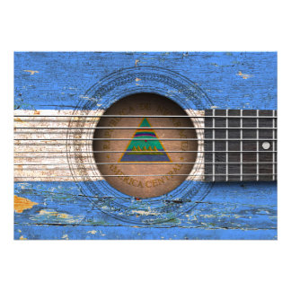 Bandeira nicaraguense na guitarra acústica velha convite personalizados