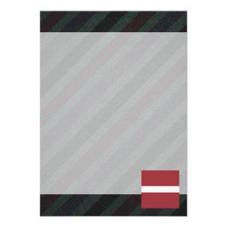Bandeira oficial de Latvia em listras Convite 12.27 X 17.78cm
