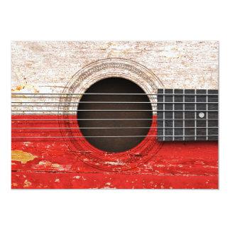 Bandeira polonesa na guitarra acústica velha convites