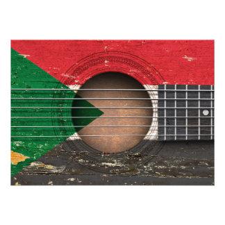 Bandeira sudanesa na guitarra acústica velha convites