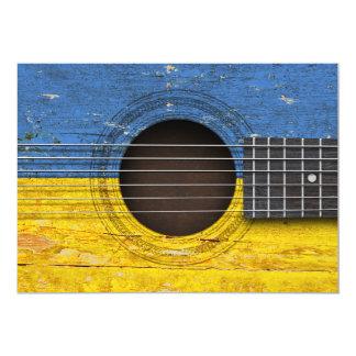 Bandeira ucraniana na guitarra acústica velha convites