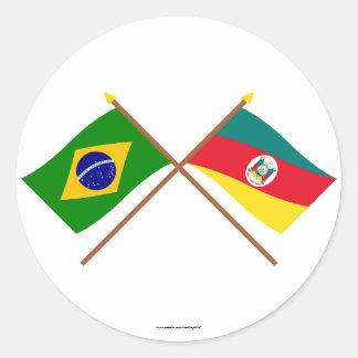 Bandeiras cruzadas de Brasil e de Rio Grande do Adesivo
