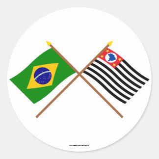 Bandeiras cruzadas de Brasil e de São Paulo Adesivos Redondos