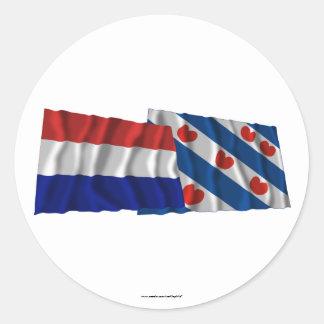 Bandeiras de ondulação de Países Baixos & de Fries Adesivo Em Formato Redondo