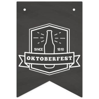 Bandeirinha Oktoberfest desde 1810 no quadro
