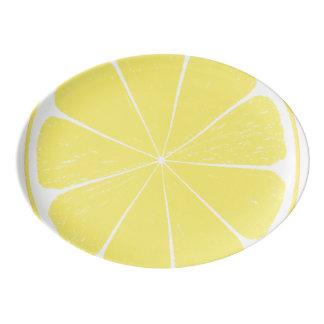 Bandeja amarela brilhante da fatia dos citrinos do