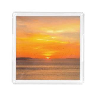 Bandeja De Acrílico Costa do por do sol com Sun alaranjado e pássaros